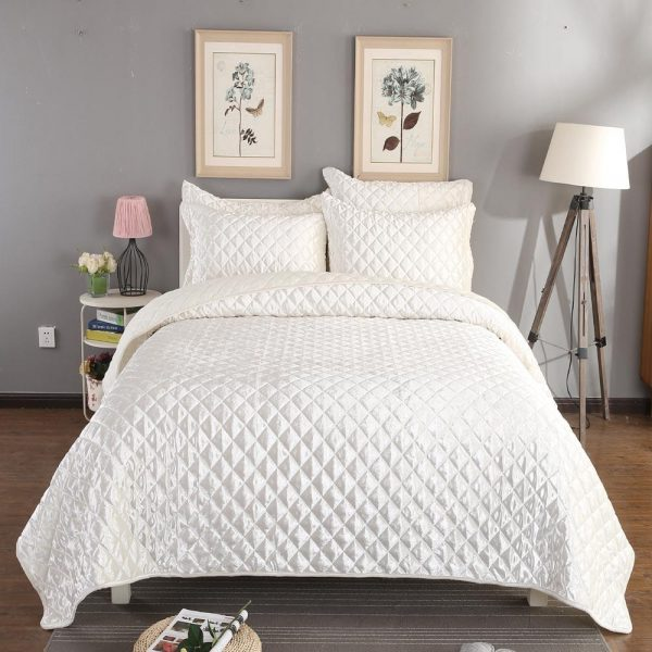 white diamond quilted bedspread